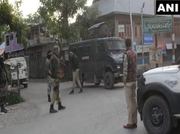 Exchange of fire underway between terrorists and security forces in Gopalpora area of Kulgam | जम्मू काश्मीरमध्ये दोन दहशतवाद्यांचा खात्मा, चकमक सुरुच
