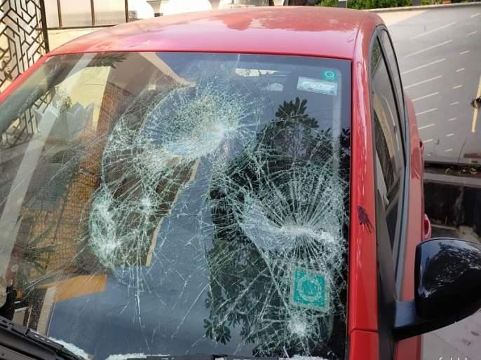 Attack on Harshvardhan Jadhav's house in aurangabad   हर्षवर्धन जाधव यांच्या घरावर अज्ञातांचा हल्ला, गाड्यांची तोडफोड