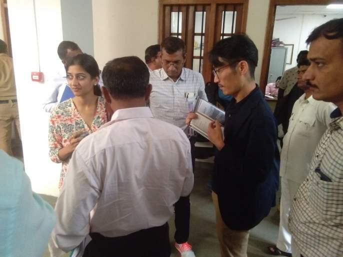World Bank squad in Kolhapur: a survey of the damage done to the city | जागतिक बँकेचे पथक कोल्हापुरात : महापुरातील नुकसानीची केली पाहणी