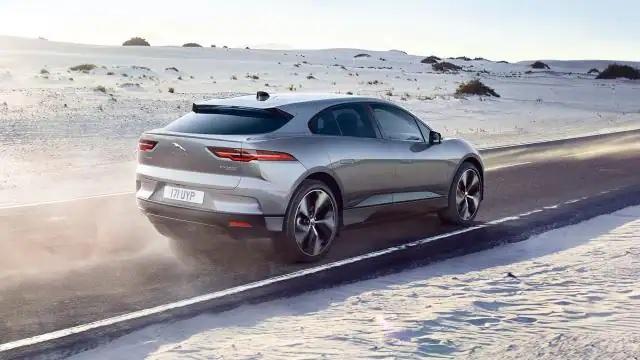 tata jaguar range rover i pace electric suv launched in india price at rupees 1 05 crore features and specification detail | Jaguar I-Pace: भारतात लाँच झाली जबरदस्त रेंज असलेली इलेक्ट्रिक SUV; एका चार्जमध्ये जाणार 480Kms