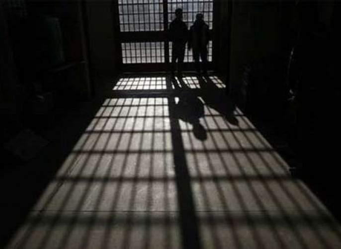 court orders three years jail to Shah Rukh, Salman   मारहाण प्रकरणात शाहरुख, सलमानला सक्तमजुरी