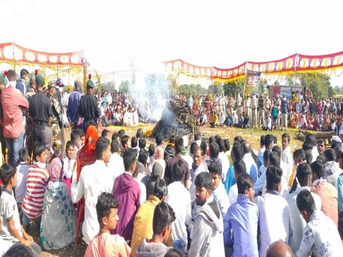 Lots of people flocked to pay homage to the martyr Ganesh Gawande   शहीद जवान गणेश गावंडे यांना श्रद्धांजली देण्यासाठी लोटला जनसागर