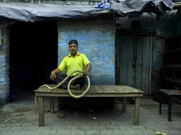 Nirbhaya Case: From the pthis money will do marriage of daughter; know the salary of hangman pawan pda | Nirbhaya Case : मिळणाऱ्या पैशातूनमुलीचे लग्न लावणार; जाणून घ्या पवन जल्लादचा पगार