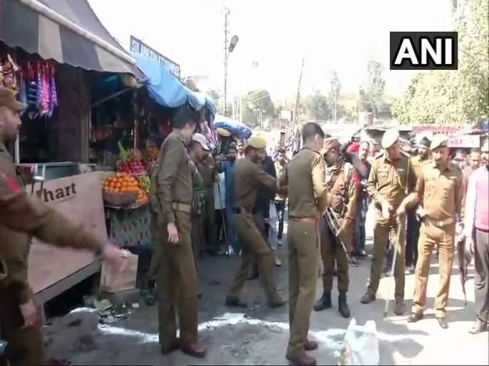 Blast at Jammu bus stand. Injured admitted to hospital | जम्मूमध्ये बस स्टँडवर ग्रेनेड हल्ला, 28 जण जखमी