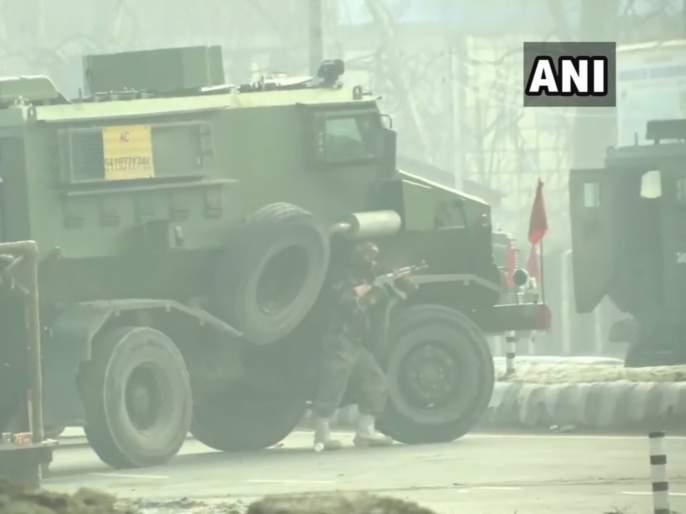 three terrorists have been neutralised by security forces in srinagar | श्रीनगरमध्ये चकमक; तीन दहशतवाद्यांना कंठस्नान घालण्यात भारतीय जवानांना यश