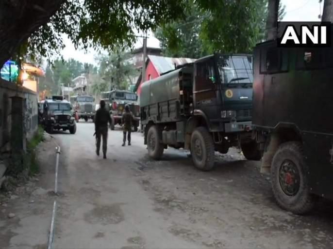 An exchange of fire between terrorists and security forces began in Dalipora area of Pulwama | Jammu And Kashmir : पुलवामा चकमकीत तीन दहशतवाद्यांचा खात्मा, एक जवान शहीद