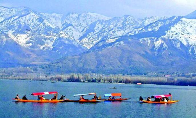 Open market in Srinagar crowds again | श्रीनगरमधील खुल्या बाजारात पुन्हा गर्दी
