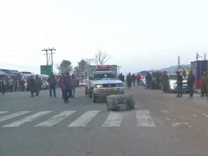 Jammu Kashmir : Three terrorists killed in Jammu-Srinagar highway   जम्मू-श्रीनगर महामार्गावर मोठ्या घातपाताचा डाव उधळला, तीन दहशतवाद्यांचा खात्मा