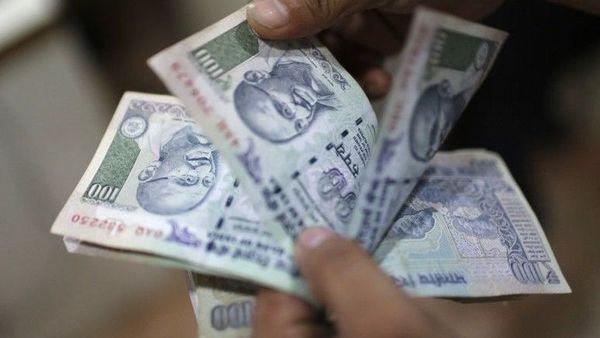 Direct deposit of Rs500 woman's bank account of Jan Dhan Yojana   जनधन योजनेतील महिलांच्या खात्यात थेट ५०० रुपये जमा
