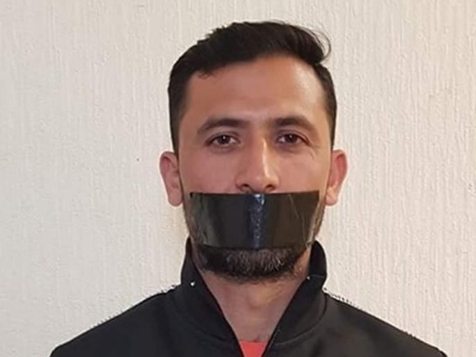 ICC World Cup 2019: Pakistani bowler Junaid Khan shares cryptic photo after being axed from World Cup squad | ICC World Cup 2019: वर्ल्ड कप संघातून डावललं म्हणून त्यानं तोंडावर बांधली काळी पट्टी !