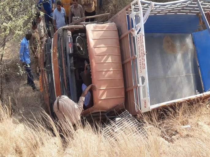 Terrible accident in UP's Itava; 12 dead, 41 injured in tempo mishap | भीषण अपघात! मुलाचा नवस फेडण्यासाठी जात होते; टेम्पो पलटून 12 मृत, 41 जखमी