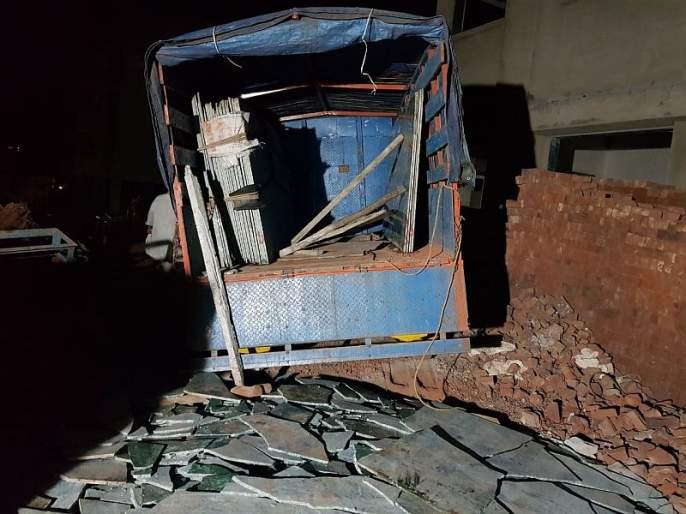 Two workers killed in Ratnagiri collapse in Kadapa; Four injured | कडाप्पे अंगावर पडून रत्नागिरीत दोन कामगार ठार; चार जखमी