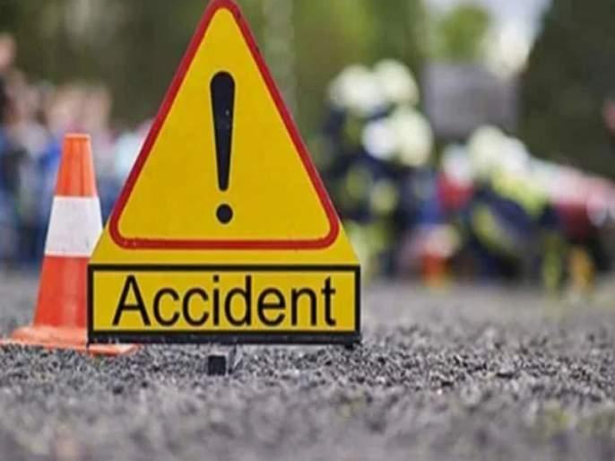 The driver of two wheels of the bus collided head-on | वसईत कारचालकाची दोन दुचाकींना भीषण धडक