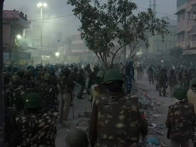 Delhi Violence : The Central Government has directed the police to fire at the violence area in Delhi. | Delhi Violence : हिंसाचार करणाऱ्यांना दिसता क्षणीच गोळ्या घाला; सरकारचे आदेश