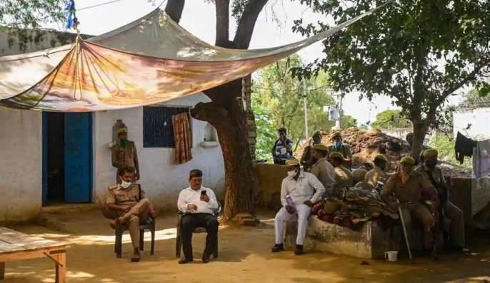 hathras gang rape and murder case one of the accused is minor   Hathras Gangrape : हाथरस प्रकरणात 'नवा खुलासा', एक आरोपी निघाला अल्पवयीन