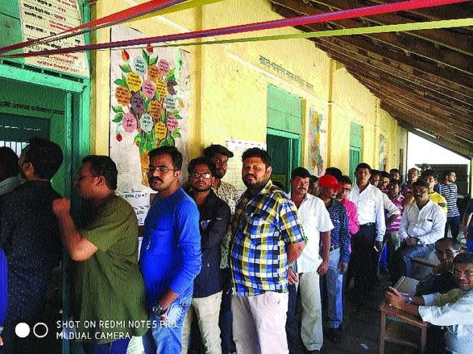 Maharashtra Election 2019: Voters' enthusiasm for voting mhaslyat citizens | म्हसळ्यात नागरिकांमध्ये मतदानाचा उत्साह