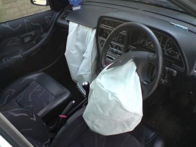 passenger safety is not important for cheap car? but Companies in profit   स्वस्तातल्या कारसाठी ग्राहकांची सुरक्षा धोक्यात? कंपन्या मात्र नफ्यात