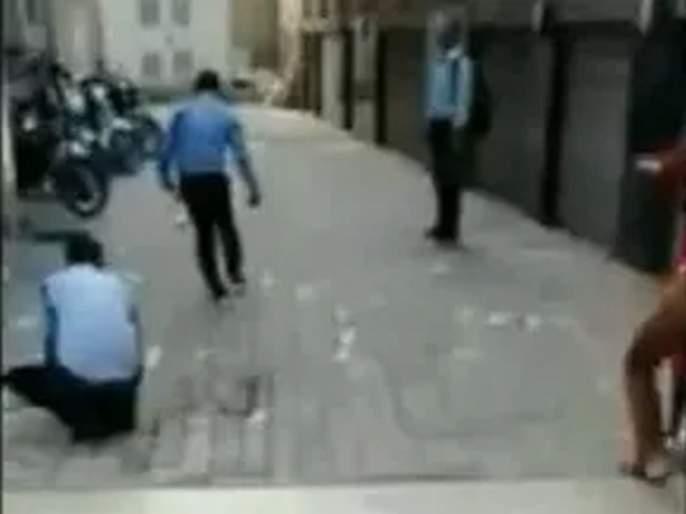Video: Bundles of currency notes were thrown from a building at kolkata during DRI Raid   Video: धाड पडली अन् काचेच्या इमारतीमधून नोटांच्या थप्प्यांची बरसात झाली
