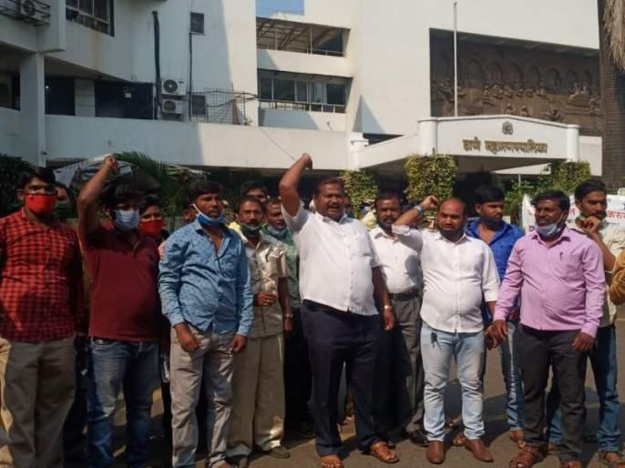 Demonstrations of the Deprived Bahujan Front demanding the celebration of Constitution Day   संविधान दिन साजरा करण्याच्या मागणीसाठी वंचित बहुजन आघाडीची निदर्शने