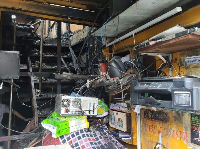 Massive fire at Chembur Janta Market; 9 shops burnt down | चेंबूरच्या जनता मार्केटला भीषण आग;९ दुकाने जळून खाक, लाखोंचंनुकसान
