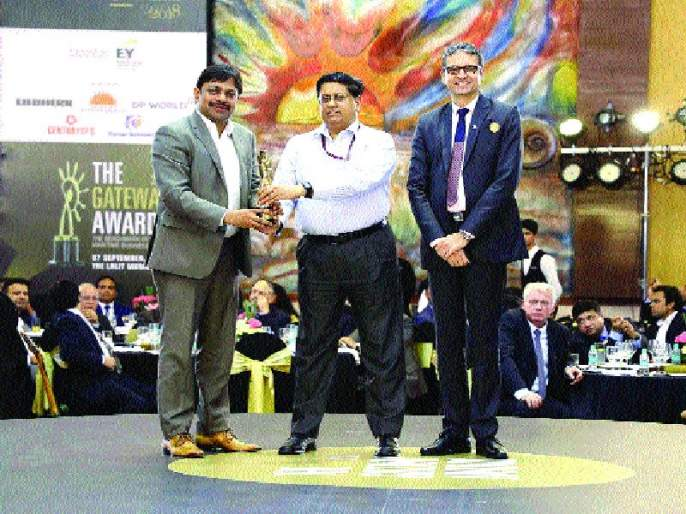 JNPT Container Port of the Year Award | जेएनपीटीने पटकावला कंटेनर पोर्ट आॅफ द इयर पुरस्कार