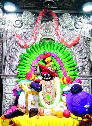 The King of Dakhkhana, Joptiba's Mahapooja in Nagavalli page: Navratri festival started | दख्खनचा राजा जोतिबाची नागवेलीच्या पानातील महापूजा : नवरात्रोत्सवास प्रारंभ