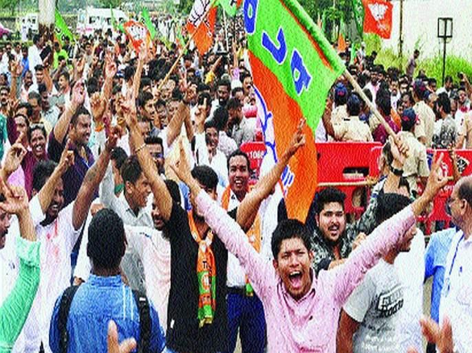 Maharashtra Election 2019: shiv sena vishwanath mahadeshwar Loss in Vandre east   महाराष्ट्र निवडणूक निकाल 2019 : मातोश्रीच्या अंगणात बंडखोरीचा फटका, आपापले गड राखण्यात युतीला यश