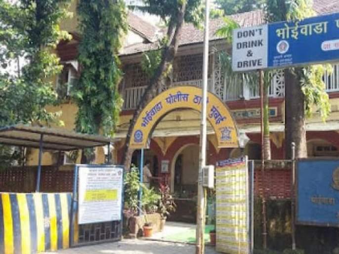 Rape of a female police constable by police; Shocking incident in Dadar Bhoiwada   पोलिसाकडून पोलीस शिपाई महिलेवर बलात्कार; दादर भोईवाडामधील धक्कादायक घटना