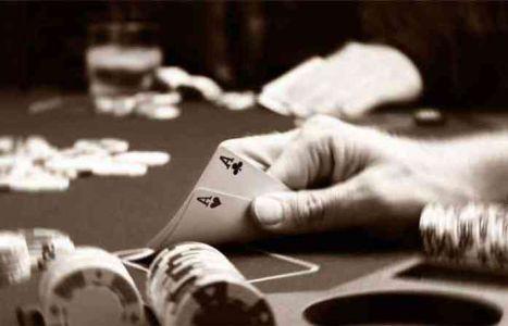 Police raid gambling adda in Yeldari; 13 arrested | येलदरीत पोलिसांची जुगार अड्ड्यावर धाड; १३ जण अटकेत