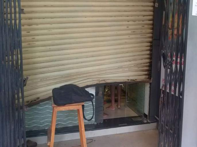 Thieves broke into a jewelery shop wearing PPE suits | पीपीई सूट घालून चोरट्यांनी फोडले ज्वेलरी शॉप