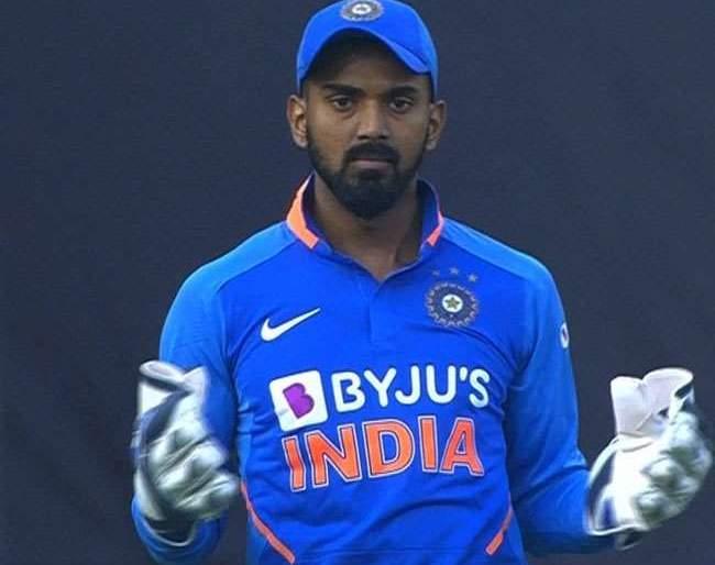 India vs Australia: big shock to India; Rishabh Pant out of the first match | India vs Australia : भारताला मोठा धक्का; पहिल्या सामन्यातून रिषभ पंत बाहेर