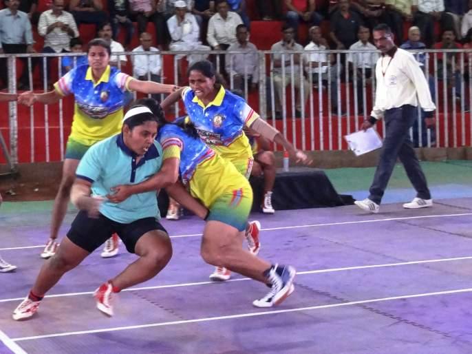 State level Kabaddi: suvarnayug and Shiv Shakti teams enter the final round | राज्यस्तरीय कबड्डी : सुवर्णयुग व शिवशक्ती संघांचा अतिम फेरीत प्रवेश
