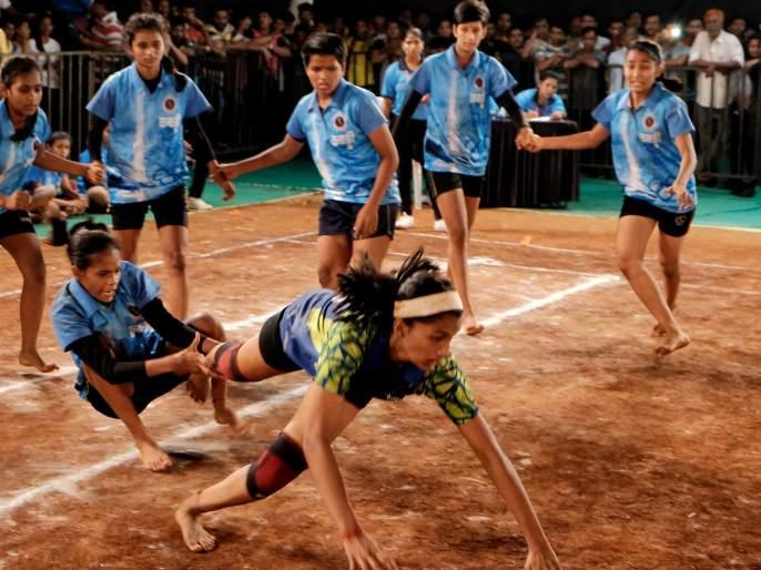 Kabaddi Tournament: Akash Mandal and Swarajya Mandal will meet in the final   कबड्डी स्पर्धा :आकाश मंडळ आणिस्वराज्य मंडळ अंतिम फेरीत भिडणार