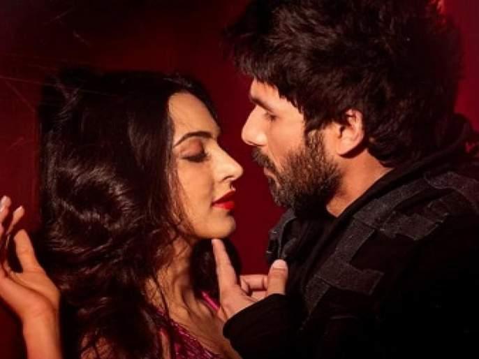 shobhaa de refuse to watch kabir singh film | Stalking is stalking! शाहिद कपूरचा 'कबीर सिंग' पाहण्यास शोभा डे यांचा नकार!!
