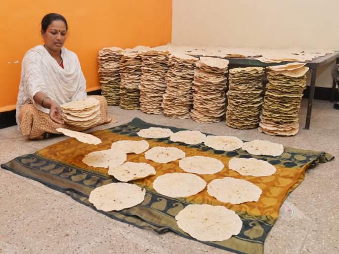 Solapur Brand; Solapur is the home of the society! | Solapur Brand; गृहउद्योगाद्वारे सोलापुरी भाकरीचा ब्रॅण्ड परराज्यात !