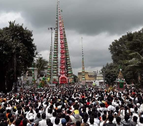 Visit of skyscrapers to Hindu temples in Kadgaon, message of Hindu Muslim unity | कडेगावात मोहरमनिमित्त गगनचुंबी तंबूतांच्या भेटी, हिंदू मुस्लिम ऐक्याचा संदेश