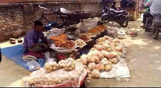 Heavy sales of substandard cashews in the city | निकृष्ट दर्जाच्या काजूबियांची शहरात जोरात विक्री
