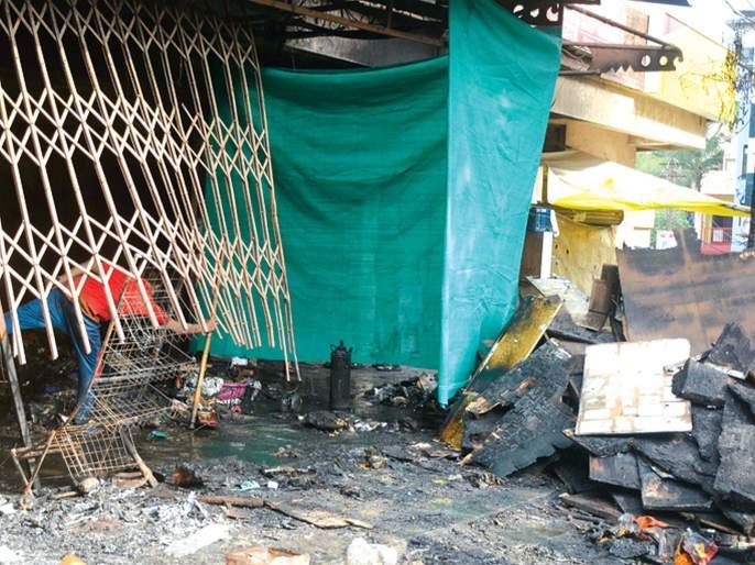 fire brigade arrived late due to pits in Kalyan | कल्याणमध्ये खड्ड्यांमुळे बंब पोहोचले उशिरा