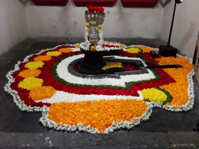 two and a half hundred years old Kameshwar temple decorated for Tripurari Poornima | त्रिपुरारी पौर्णिमेसाठी सजले अडीचशे वर्ष जुने 'कामेश्वर मंदिर'