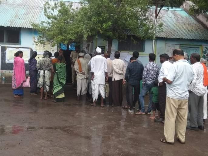 Karnaja voting enthusiasm for the vote   पावसाच्या रिपरिपतीही दिसला मतदानाचा उत्साह