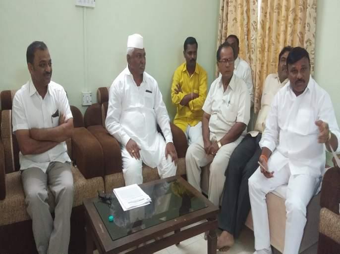 Rohit Pawar protests at BJP meeting in Karjat | कर्जतला भाजपच्या बैठकीत रोहित पवारांचा निषेध