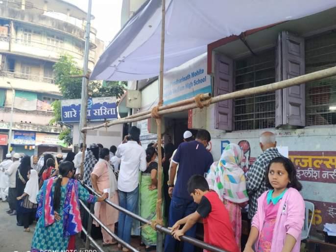 Maharashtra Election 2019 : Traditional voters in Kasba assembly constituency call for voting after afternoon | महाराष्ट्र निवडणूक २०१९ : कसबा विधानसभा मतदारसंघातील पारंपारिक मतदारांनी दुपारनंतर मतदानासाठी मुहूर्त साधला