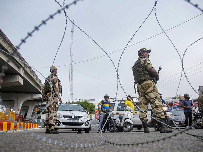 Market closed in Kashmir; Vehicles on the roads, people also fell outside | काश्मीरमध्ये बाजारपेठा बंदच; रस्त्यांवर वाहनांची वर्दळ, लोकही पडले बाहेर