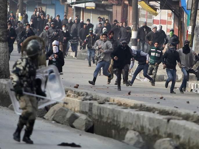 Internal Government Note Shows more than 300 Stone Pelting Incidents in Kashmir Since abolishment of article 370 | Article 370: काश्मीर खरंच शांत? संरक्षण दलांच्या कागदपत्रांमधून वेगळेचं सत्य समोर