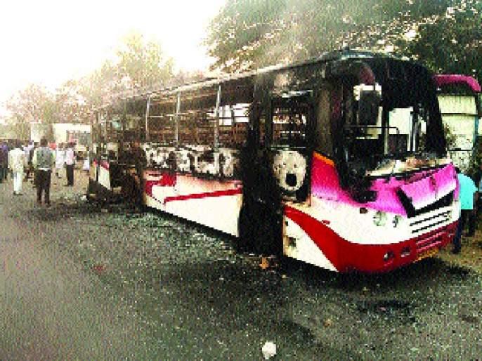 Polling, arson, and situation in Koregaon Bhima; The death of the youth | कोरेगाव भीमामध्ये दगडफेक, जाळपोळ, परिस्थिती नियंत्रणात; तरुणाचा मृत्यू