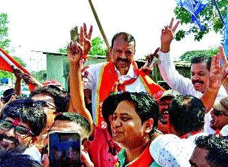 Victory of Rajendra Gavit; Bavia in trouble in 'Surya' water? | राजेंद्र गावित यांचा दणदणीत विजय; बविआला भोवले 'सूर्याचे' पाणी?