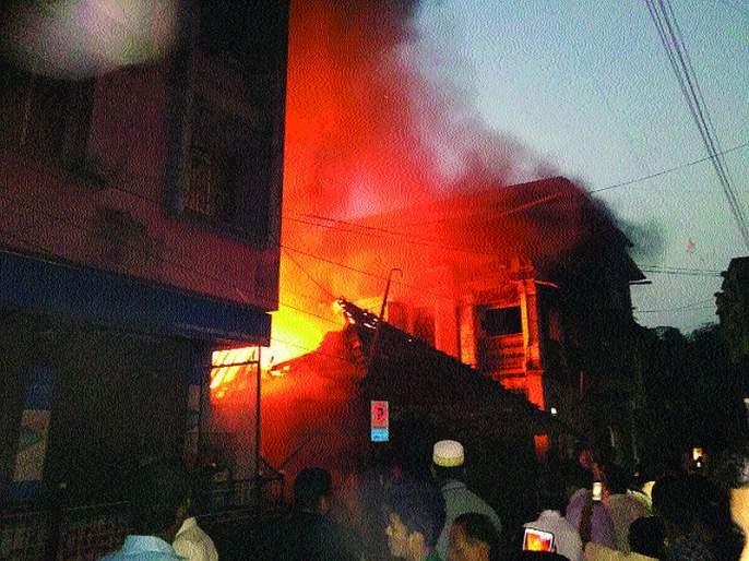 Kohalaru house burned down in Roha; Big financial loss | रोह्यात कौलारू घर भस्मसात; मोठे आर्थिक नुकसान