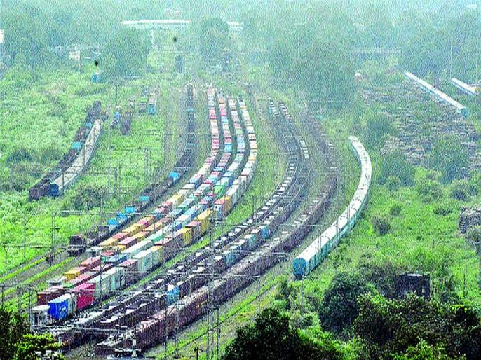 Freight trains are parked somewhere in the siding or in the yard of some stations for 12 to 13 hours. | फ्रेट कॉरिडॉरमुळे 'घरकोंडी'!