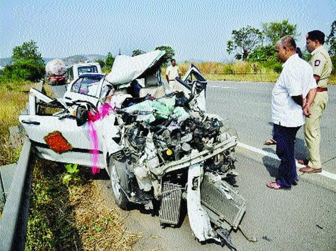 Thousands die every month in road accidents | रस्ते अपघातांत दर महिन्याला एक हजार जणांचा मृत्यू