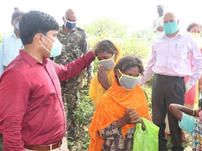 After the death of their parents, 5 children became orphans, ias Ramesh gholap help him | आईच्या निधनानंतर ५ मुलं बनली अनाथ, कलेक्टर साहेबांनी दिला मदतीचा हाथ